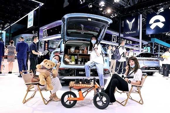 岚图汽车将以卓越的性能、温暖的智能体验、豪华舒适配备为用户提供零焦虑的智慧出行生活-02.jpg